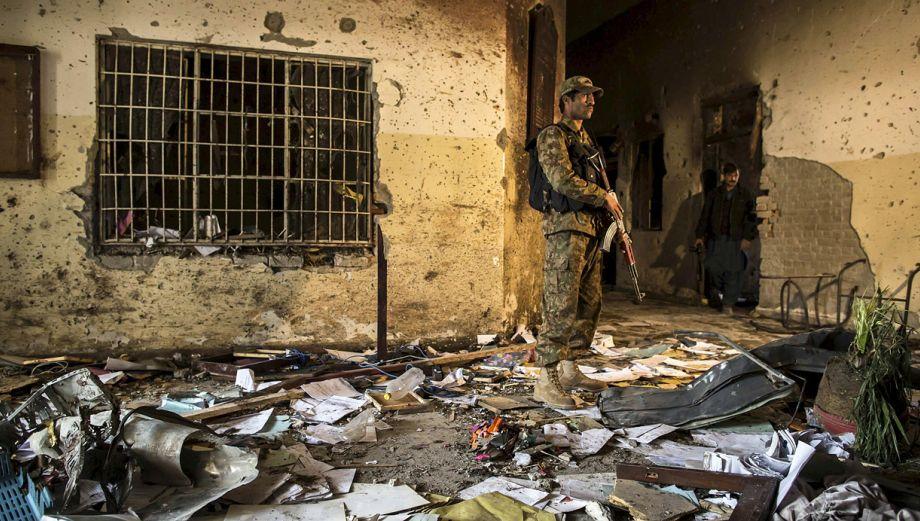 Pakistán: Perturbadoras fotos del colegio atacado por talibanes