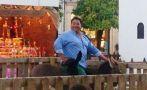 Hombre de 150 kilos monta a un burro de pesebre y lo mata