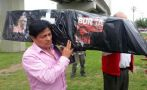 Manuel Burga: hinchas muestran ataúd que simboliza su 'muerte'