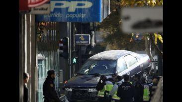 España: Hombre estrelló su auto contra sede de partido de Rajoy