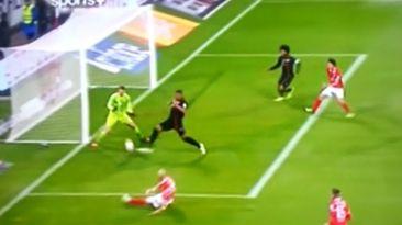 Manuel Neuer se comió un gol por la huacha contra Mainz (VIDEO)