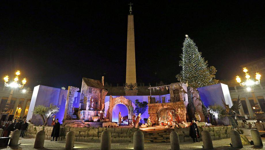 Vaticano inaugura impresionante nacimiento y árbol de Navidad