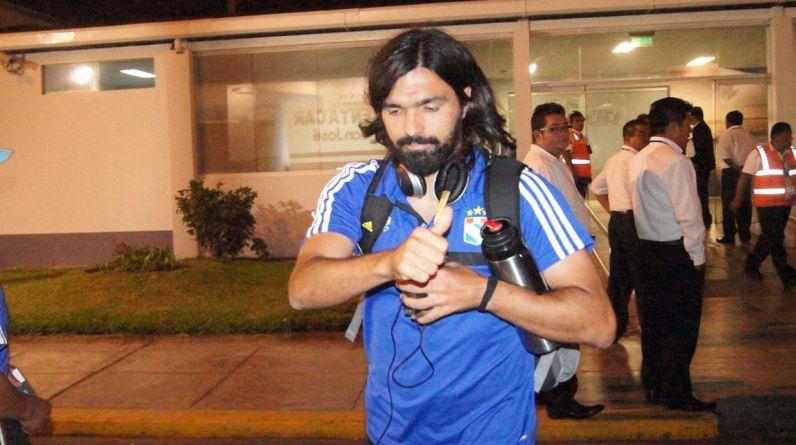 Cristal viajó esta tarde y llegó de noche a Trujillo. Cazulo será titular en la final definitiva. (Foto: Facebook Sporting Cristal)