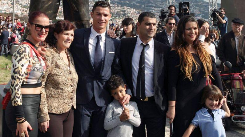 Cristiano Ronaldo llegó junto a su familia. (Foto: Reuters)