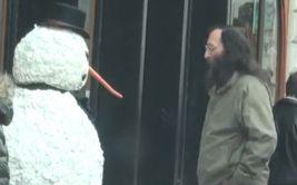 YouTube: este falso hombre de nieve sí que te asustará (VIDEO)