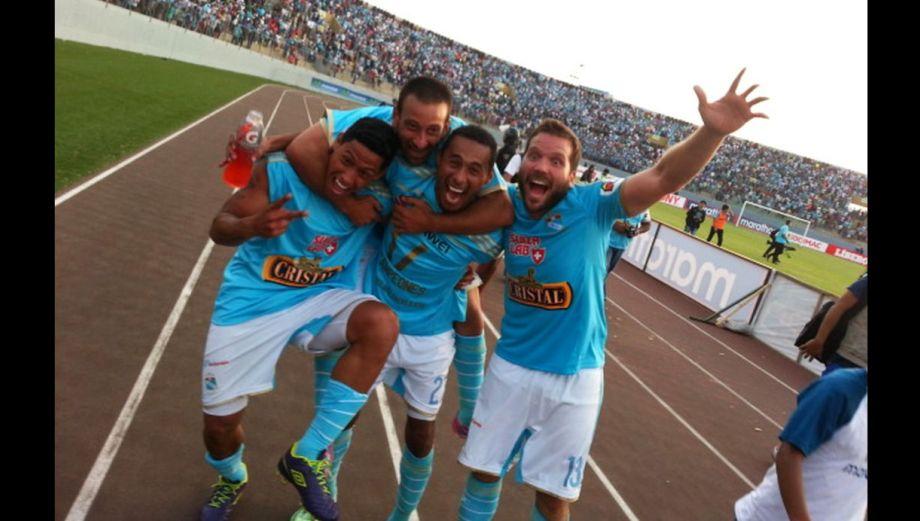 Sporting Cristal campeón: efusiva vuelta olímpica en Trujillo