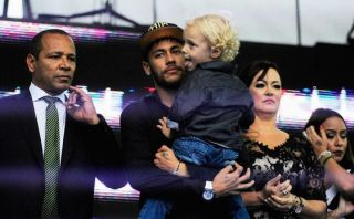 Neymar inauguró fundación para niños pobres en Brasil