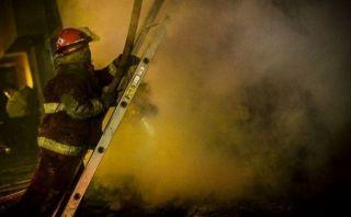 Bomberos atendieron 57 incendios y 23 accidentes en madrugada