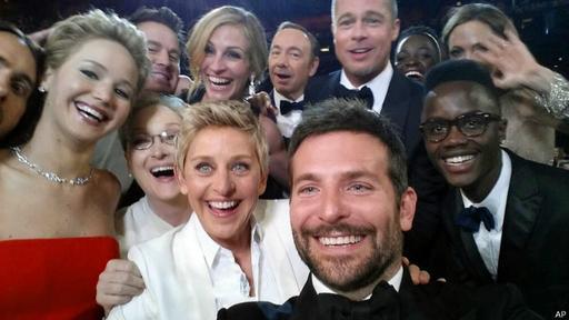 La comediante Ellen DeGeneres comentaba sobre el mundialmente conocido selfie, que no pudo captar a más estrellas porque el actor Bradley Cooper no tenía el brazo más largo.