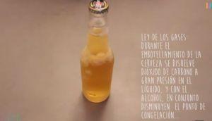 Aprende a congelar cervezas con solo un golpe (VIDEO)