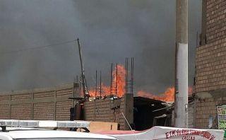 Incendio en el Callao destruye almacén cerca a Av. Gambetta
