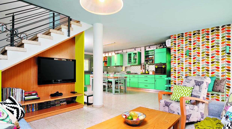 7 ideas de como decorar el lugar bajo las escalera de una for Repisas para escaleras