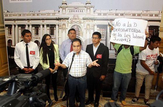 Fredy Otárola cree que mayoría de jóvenes respalda 'Ley Pulpín'