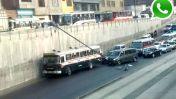 WhatsApp: poste de luz se desplomó cerca a plaza Dos de Mayo