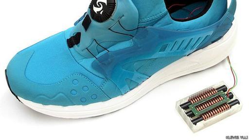 El zapato que al caminar produce y almacena energía
