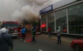 Miraflores: incendio afectó quinta en la avenida Del Ejército