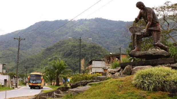 Nadie detiene a los mineros informales que entran al Perú