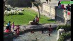 WhatsApp: dejan a niños bañarse en pileta de Plaza San Martín - Noticias de estación de bomberos