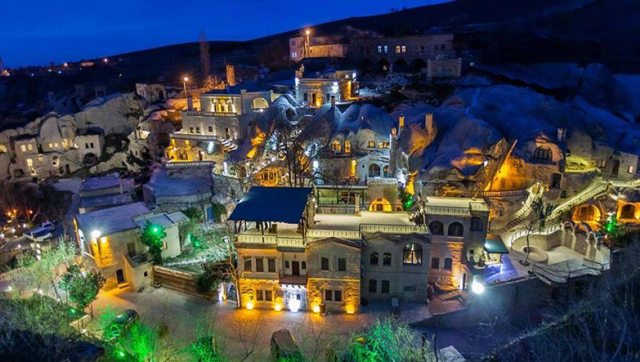 Conoce este mágico hotel construido en un monasterio de piedra