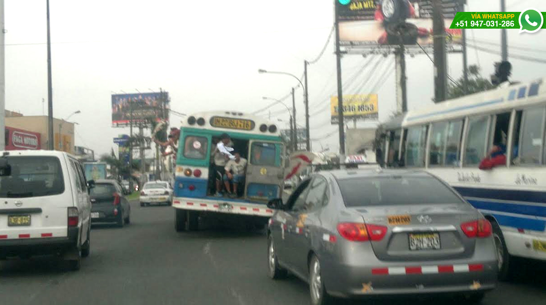 Lector indicó que en algunos momentos casi caen del bus (Foto: WhatsApp/El Comercio)