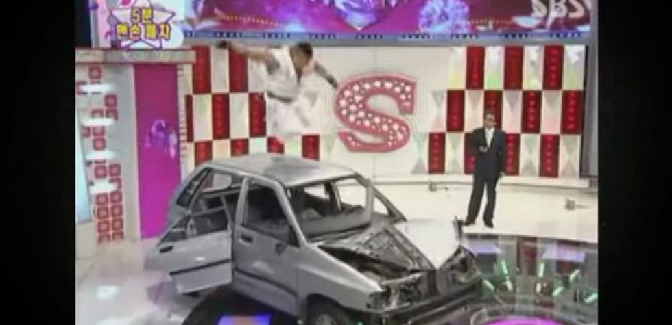 YouTube: Imitan a Ryu de Street Fighter destruyendo un auto