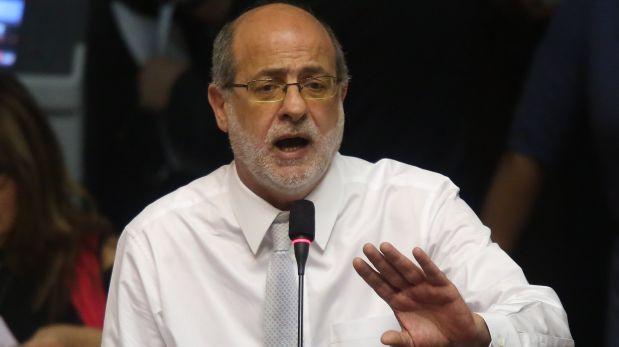 Abugattás sobre ley laboral: Oposición va a hacer un papelón