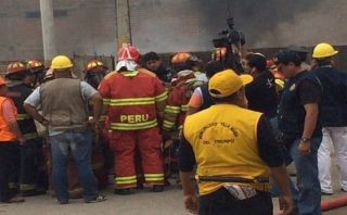 Incendio en VMT: Bombero quemado está con respiración asistida