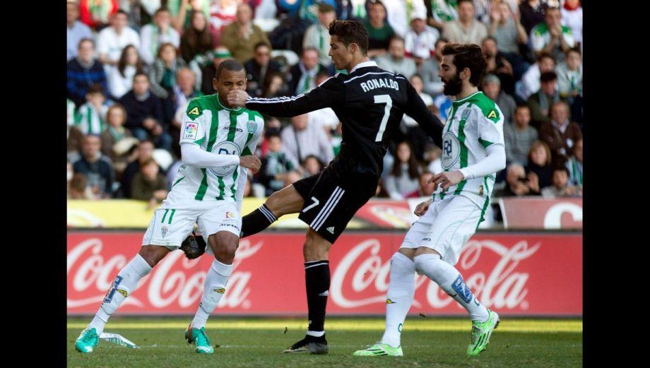 Cristiano Ronaldo: agresión y cinismo del portugués (FOTOS)