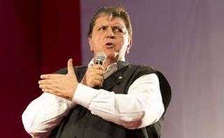 Alan García dice que la democracia está amenazada tras reglaje