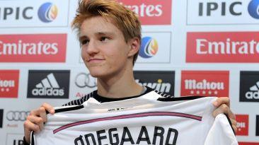 Real Madrid: juvenil Odegaard gana más que Chicharito Hernández