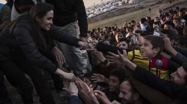 Angelina Jolie visitó campo de refugiados en Iraq