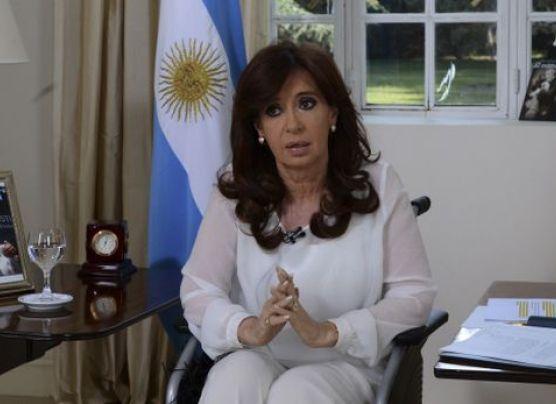 Fernández criticó denuncia de Nisman e insinuó que lo mataron