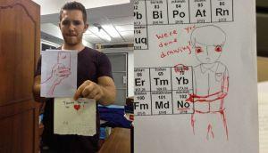 Tumblr: el profesor que completa los garabatos de sus alumnos