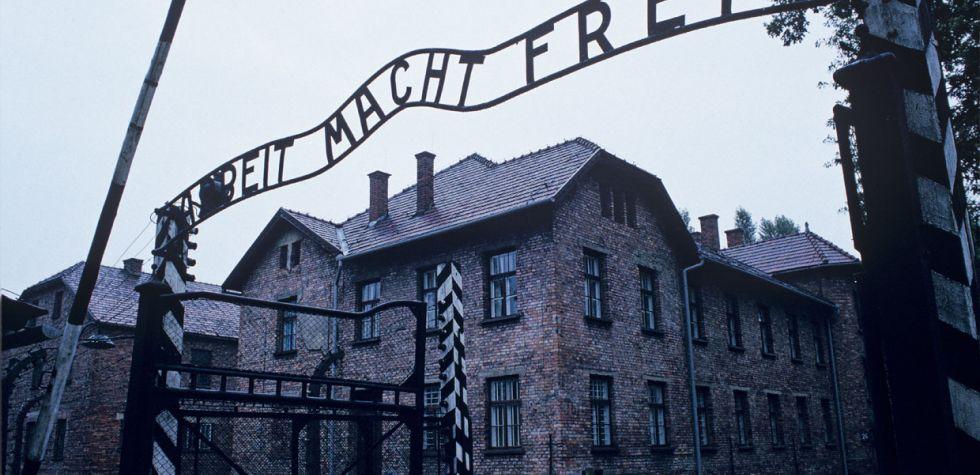 Recuerda el holocausto en el Museo de Auschwitz