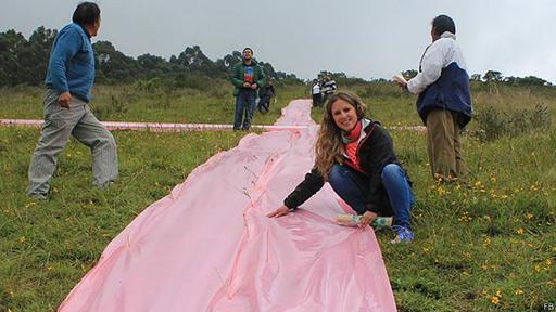 La concejal Carla Cevallos trabajando en su campaña.  Imagen obtenida de la pagina de Facebook de la concejal de Quito Carla Cevallos