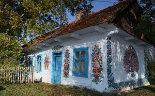 Conoce Zalipie, la hermosa villa pintada con flores en Polonia