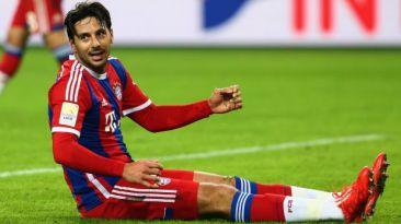 Claudio Pizarro perdió esta ocasión de gol en derrota de Bayern