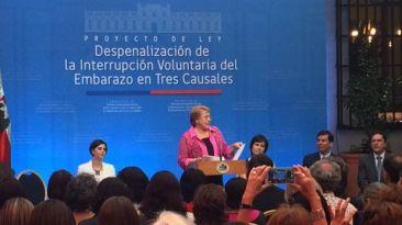 Bachelet presenta al Congreso proyecto para legalizar el aborto