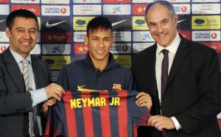 Barcelona intenta aclarar problemas judiciales en caso Neymar