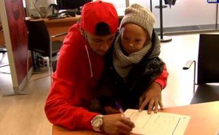Neymar y su hijo David Lucca se hacen socios del Barcelona