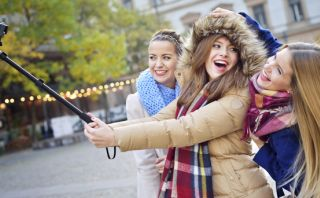 Selfie stick: museos prohíben usar el dispositivo por seguridad