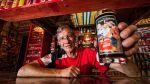 Sudafricano es el mayor coleccionista de artículos de Coca-Cola - Noticias de niños prodigios