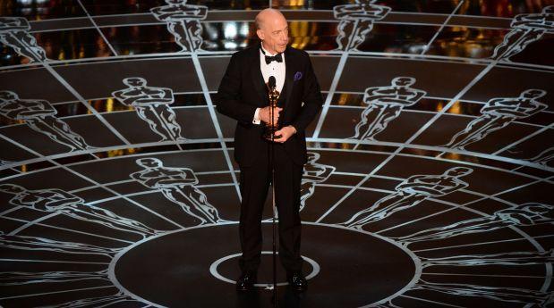 J.K. Simmons recibe el Óscar a Mejor actor de reparto.