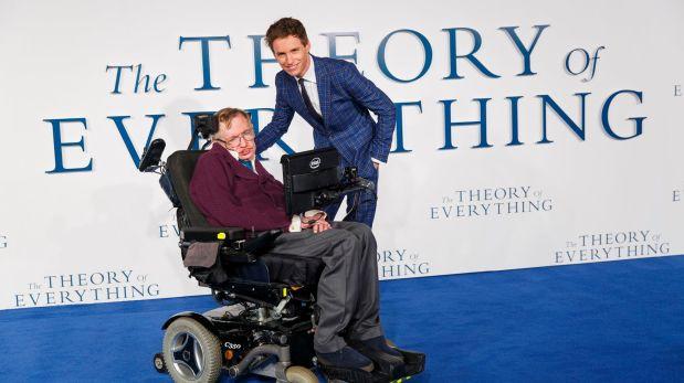 Facebook: Stephen Hawking felicita a Eddie Redmayne por Óscar