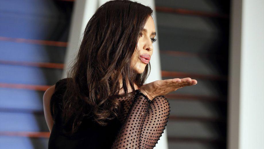 Óscar 2015: Irina Shayk y Rita Ora lucieron atrevidos vestidos