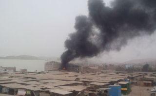 Incendio en Puente Piedra destruyó almacén de pinturas