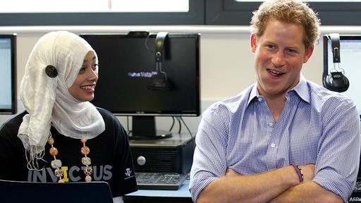 El príncipe Harry visitó la Bethnal Green Academy en 2014.