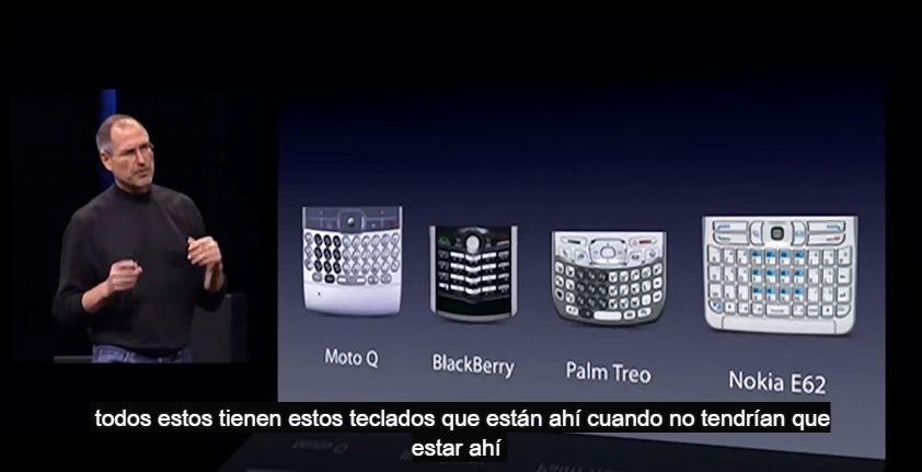 Steve Jobs despedazó el diseño de su competencia usando su peculiar estilo. (YouTube)