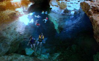 Este pozo azul en Brasil sorprende por su agua cristalina