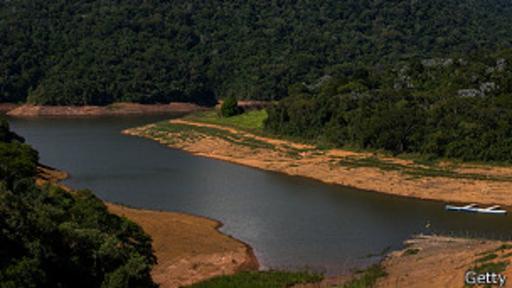 La reserva de agua de Atibainha, en la región de São Paulo, se ha visto duramente afectada por la sequía.